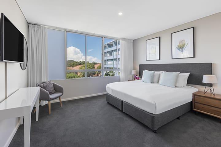 Oaks Lure 2 Bedroom Premier Balcony Bedroom 1