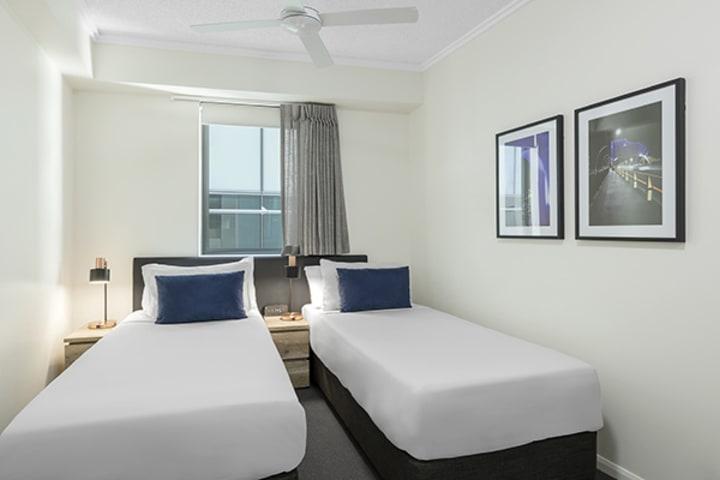 two single beds at 2 Bedroom apartment of Oaks 212 Margaret brisbane hotel