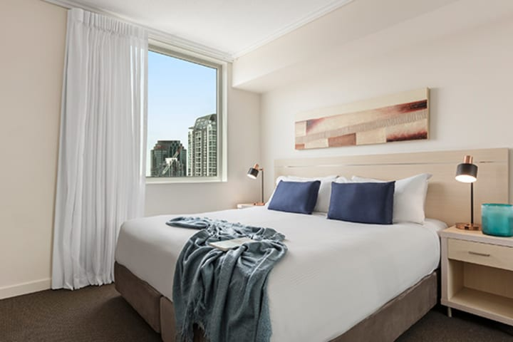 Oaks Brisbane Casino Tower Suites 1 Bedroom Apartment Bathroom with city view
