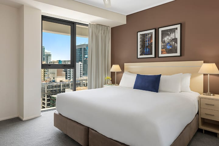 1 bedroom apartment Brisbane CBD accommodation with comfortable queen size bed at Oaks Felix hotel