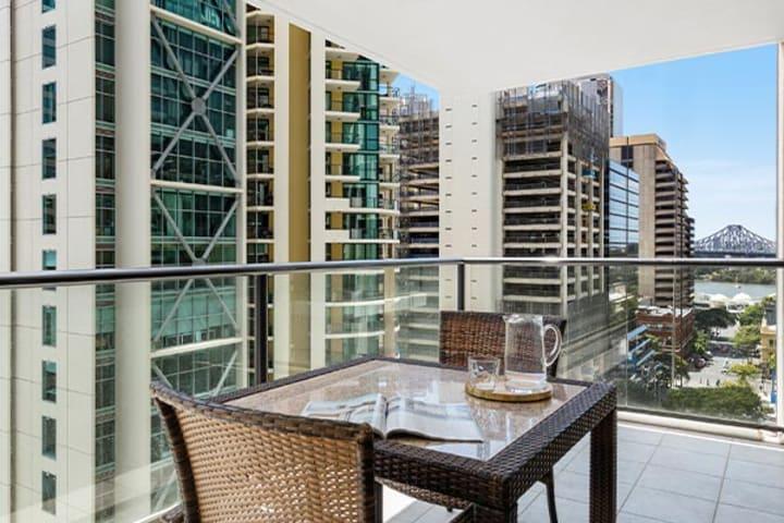 iStay River City one bedroom balcony