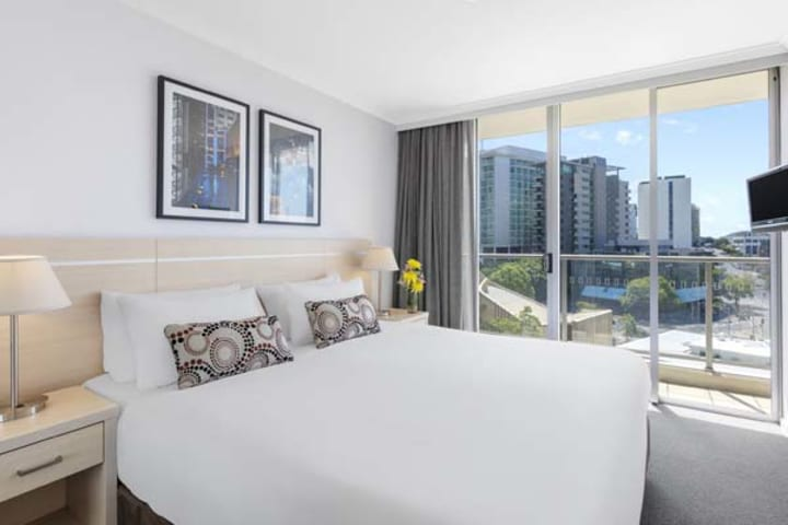 Oaks Brisbane Lexicon Suites 1 Bedroom Executive Bedroom