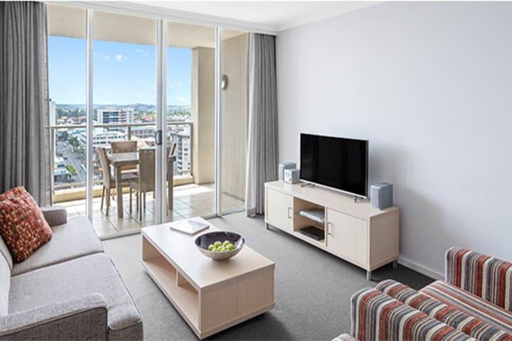 Oaks Lexicon 2 Bedroom Apartment Living