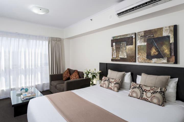 Hotels In Ipswich with queen size bed in studio apartment at Oaks Aspire hotel in Ipswich, Queensland, Australia