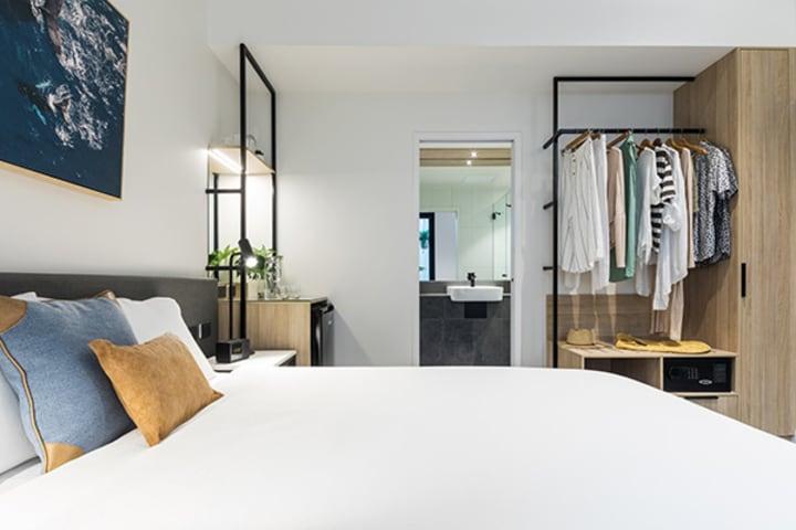 oaks cairns hotel hotel room internal 3 600x400
