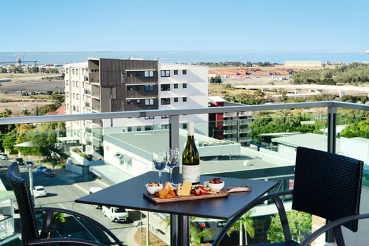 Accommodation Gladstone QLD 1 bedroom apartment with private balcony at Oaks Grand Gladstone hotel