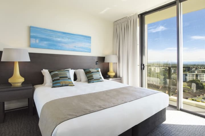 air conditioned Redcliffe hotel bedroom with wi-fi and private balcony at Mon Komo Hotel in Redcliffe