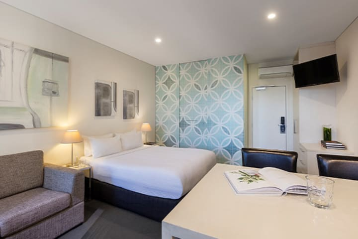 Oaks Melbourne on Collins Hotel Studio Executive High Living