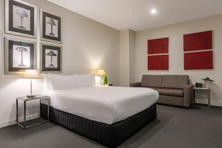 Oaks Melbourne on Collins Hotel Studio Bedroom