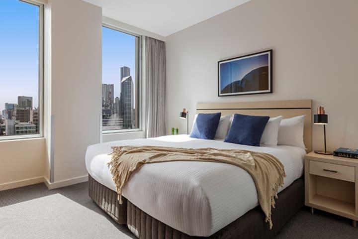 Oaks Melbourne on Market Hotel Studio Bedroom