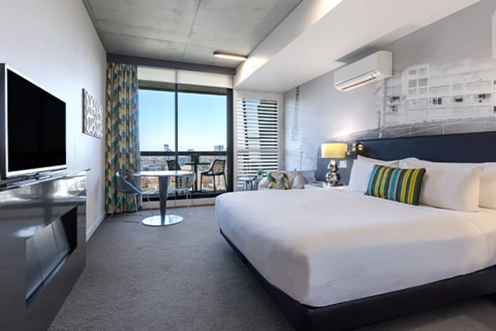 Oaks Melbourne on William Suites Studio Park Bedroom