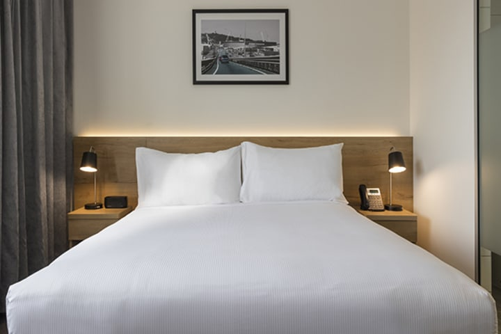 Oaks Wellington Hotel Executive Room City View Bedroom
