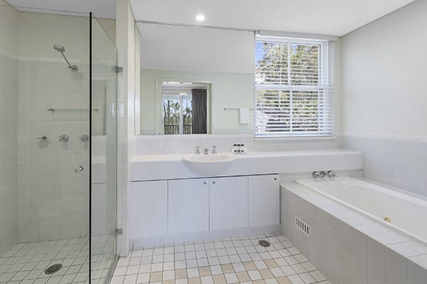 Oaks Cypress Lakes Resort 1 Bedroom Premier Villa Bathroom