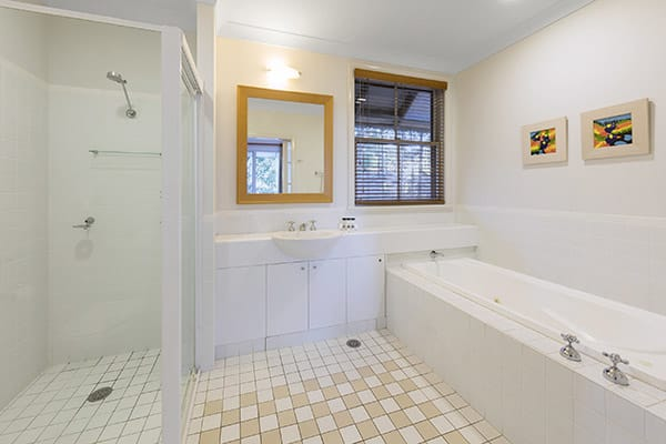 Oaks Cypress Lakes Resort 1 Bedroom Villa Bathroom
