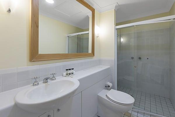 Oaks Cypress Lakes Resort 3 Bedroom Villa Bathroom