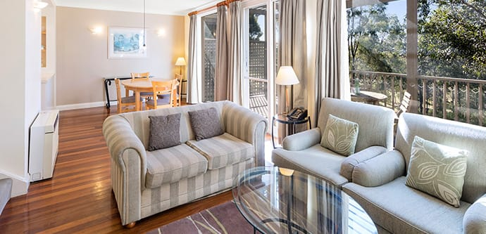 Hunter Valley accommodation with spacious living room, comfortable furniture and big tv with Foxtel