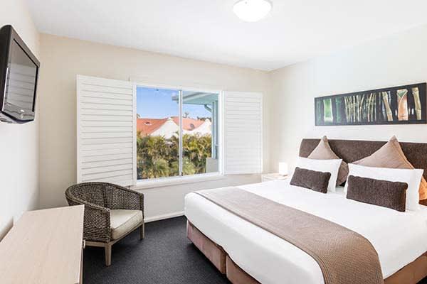 3 bedroom accommodation port stephens at oaks pacific blue resort