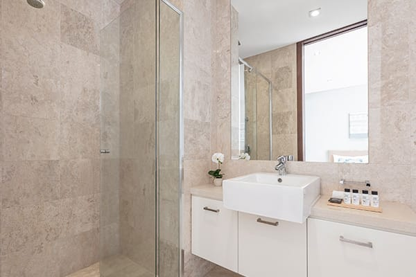 Oaks Santai Resort Casuarina 2 Bedroom Apartment Bathroom