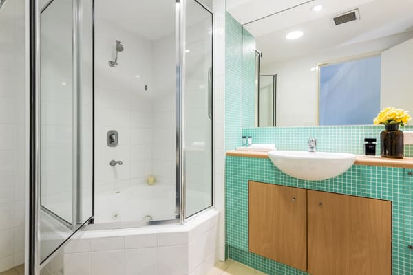 en suite bathroom with shower in 2 bedroom loft hotel apartment