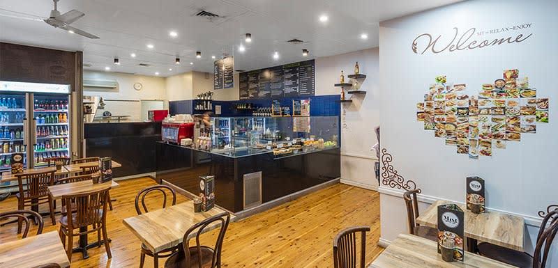 cafe nearby oaks on castlereagh sydney hotel