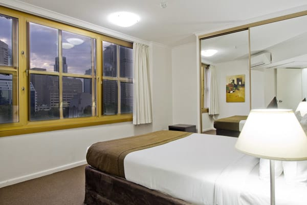 4 star 1 bedroom apartment in Hyde Park with views of Sydney CBD