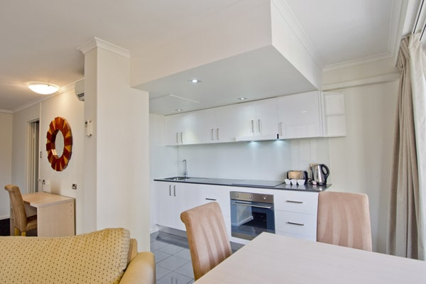 4 star hotel room with kitchen, kettle, oven and microwave at Oaks Hyde Park Plaza in Sydney CBD