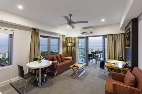 1 bedroom hotel apartment in Darwin with large living area, ceiling fan and air conditioning