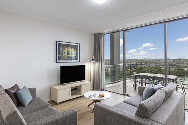 comfortable living room connected to a spacious balcony with nice brisbane city view at oaks 212 margaret 4 bedroom brisbane hotel
