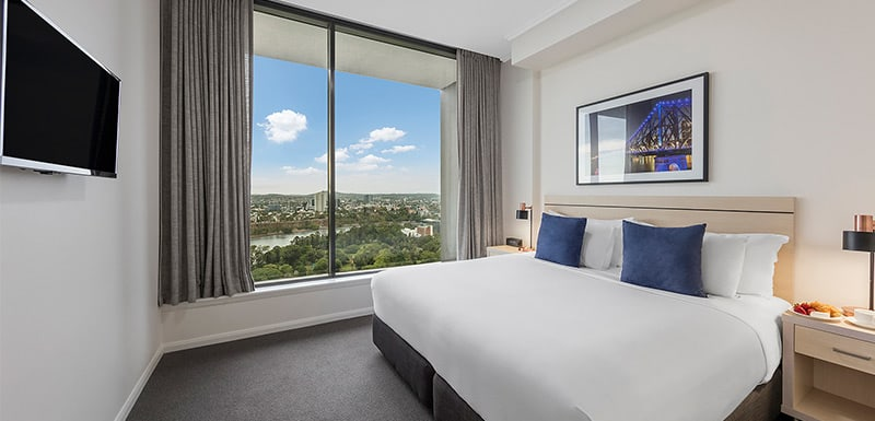 king-sized bedroom with TV and nice brisbane river view at oaks 212 margaret 4 bedroom brisbane hotel