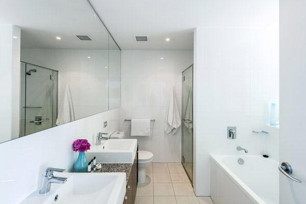 large ensuite bathroom with shower, clean towels and basin at Oaks Aurora hotel on Queen St in Brisbane city centre