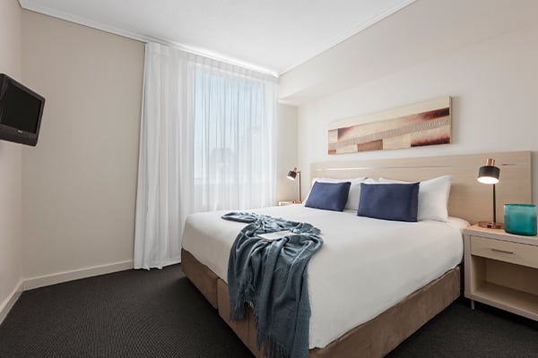 Oaks Brisbane Casino Tower Suites 1 Bedroom Apartment Bathroom with queen-sized bed