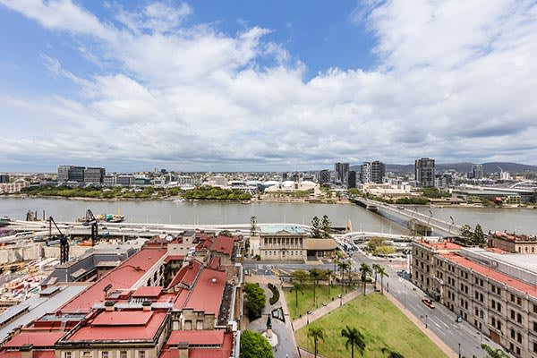 view of Brisbane River at night from Oaks Casino Towers family friendly hotel 2 bed apartment