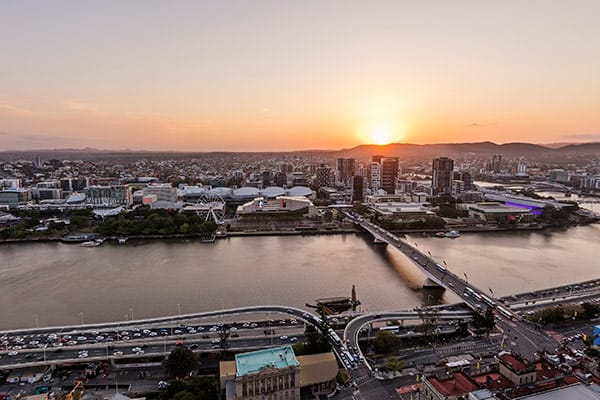 Oaks Brisbane Casino Tower Suites 3 Bedroom Apartment View of Brisbane River and Southbank at dusk