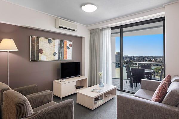 kitchenette in 1 bedroom apartment at Oaks Felix hotel for business travellers visiting Brisbane city