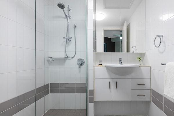 Oaks Brisbane on Felix Suites 2 Bedroom Story Bridge View Bathroom two with shower