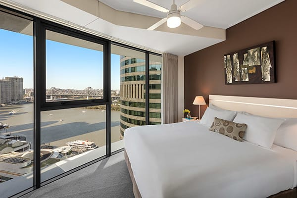 large bedroom at Oaks Felix river view hotel Brisbane with views of Story Bridge in Brisbane near Botanic Gardens