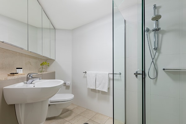 Oaks Brisbane Felix Suites 3 Bed Apartment Bathroom 2 with a shower room