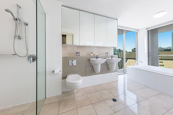 Oaks Brisbane Felix Suites 3 Bed Apartment Bathroom 3 with the both the bathtub and shower room