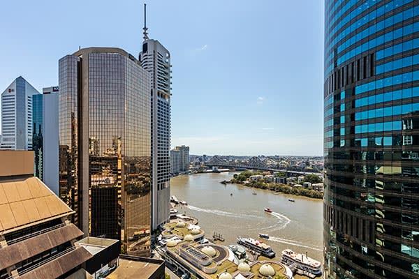 Oaks Brisbane Felix Suites 3 Bed Apartment Brisbane River and Story Bridge View