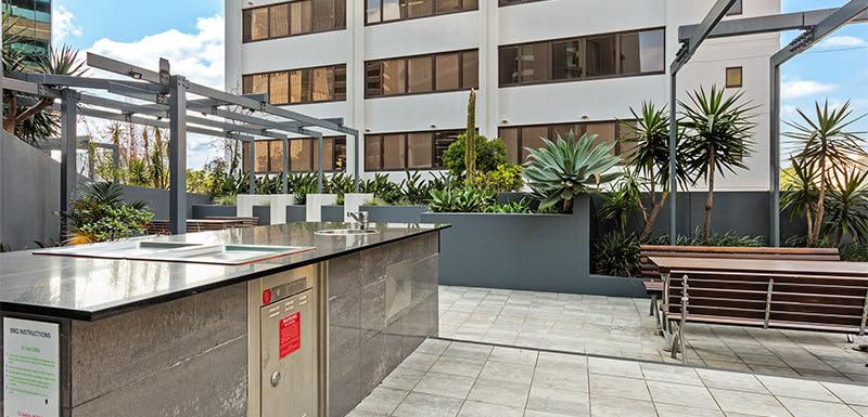 Oaks Brisbane Felix Suites Barbecue area