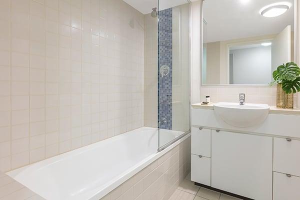 Oaks Brisbane Festival Suites 2 Bed Executive Bathroom