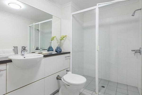 iStay River City one bedroom bathroom