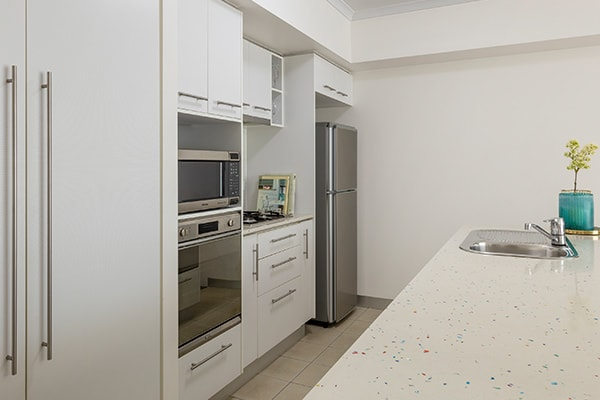 iStay River City one bedroom kitchen with fridge, oven, microwave and stovetop