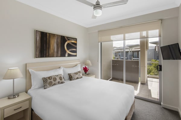 large air conditioned 2 bedroom apartment in affordable Bowen Hills hotel with television at Oaks Mews in Brisbane