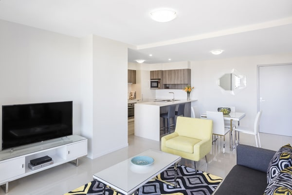 air conditioned 1 bedroom apartment living room area with flat screen TV at Oaks Woolloongabba hotel