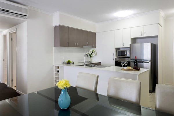 air conditioned 3 bedroom apartment in Ipswich hotel with kitchen, microwave and large fridge at Oaks Aspire hotel Ipswich, Queensland
