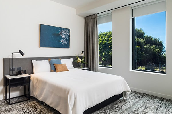 oaks cairns hotel 2 bedroom dual key out 2 600x400