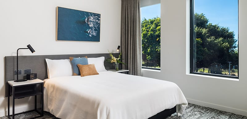 oaks cairns hotel 2 bedroom dual key out 2 800x385