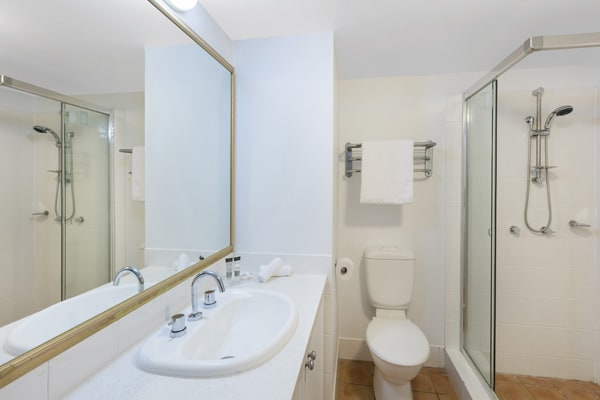 2 bedroom apartment en suite bathroom with clean towels, large shower and toilet at Oaks Calypso Plaza resort on Gold Coast, Australia