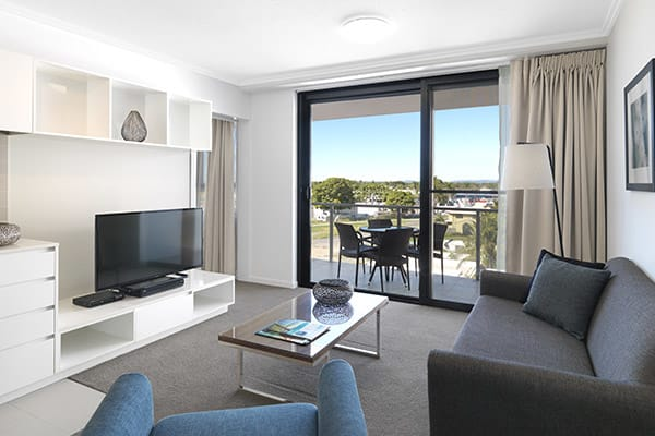 Wi-Fi and air con in 1 bedroom apartment with balcony and views of Mackay at Oaks Carlyle hotel